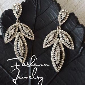 Jewelry - Stunning Rhinestone Drop Leaf Earrings